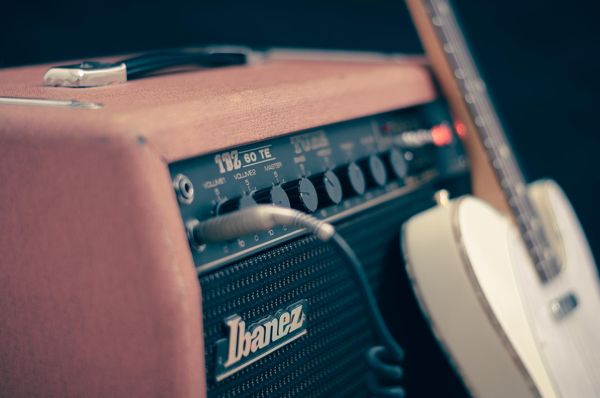Doskonała jakość dźwięku. Jak wybrać odpowiednie głośniki?